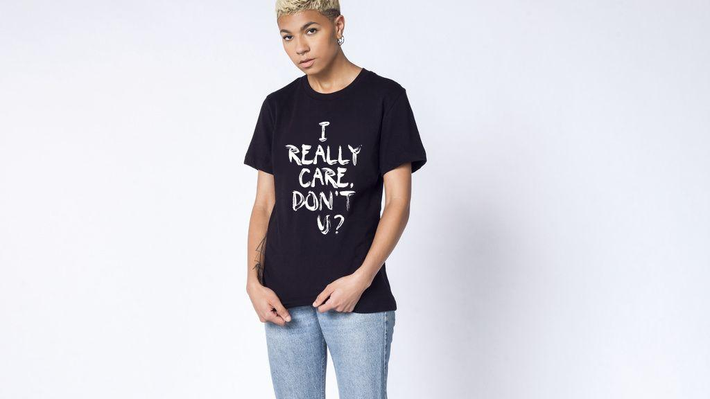 Футболка Wildfang с надписью I Really Care, Don't U? стоит 40$